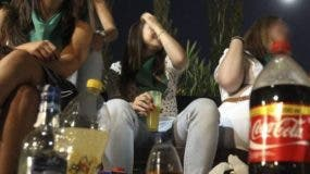 Los padres deben evitar que los menores   tengan acceso a las bebidas alcohólicas.