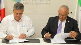 Firma de contrato entre la CNE  y la empresa Levital Group.