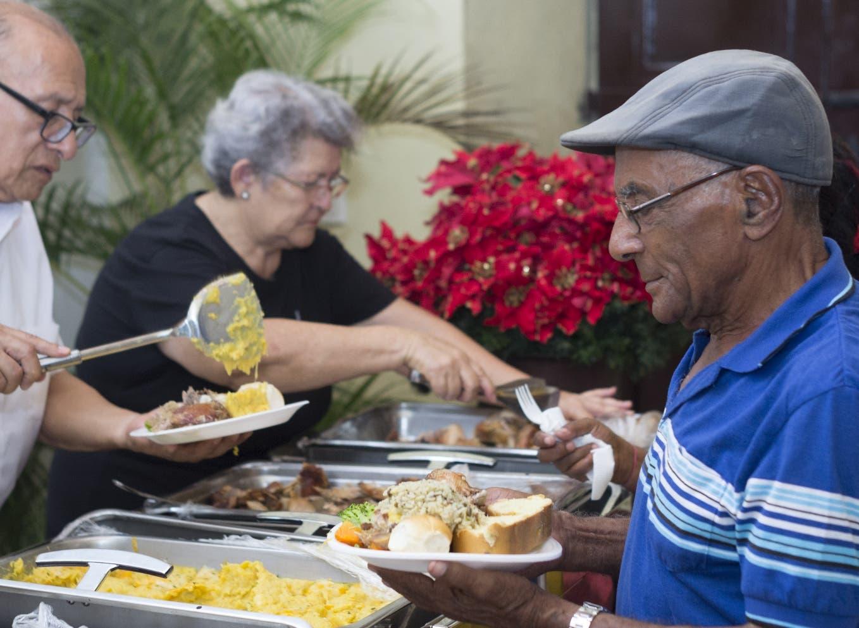 Fundación Manos Arrugadas (Fundama) reúne a los adultos mayores para que puedan  cenar, reír, cantar y  bailar en esta importante época del año.