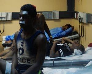 Las gritos  de dolor    eran expresados por los heridos en la sala.