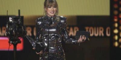 Mike Downing, explicó que el equipo de Swift instaló una carpa en la que los admiradores de la cantante podían ver clips de sus ensayos mientras sus caras eran detectadas.