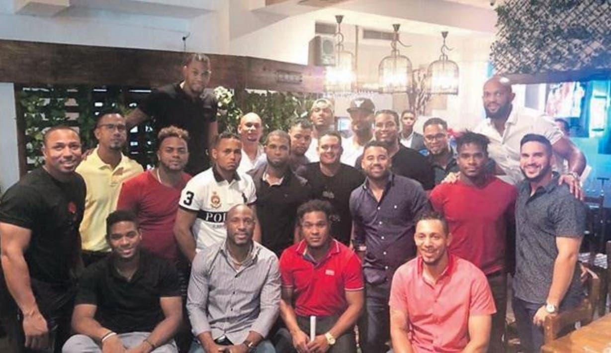 El comité de jugadores activos que se le sublevó a Mario Soto por la federación de peloteros .