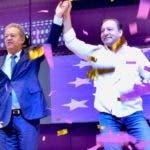 Leonel Fernández y Abel Martínez en acto político.  fuente externa