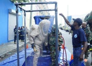Unidad de rescate UHR mientras descontaminaba equipos.