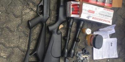 Algunas de las armas decomisadas por autoridades.
