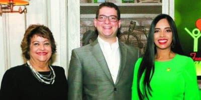 Verónica Sención, Carlos Navarro y Delores Sánchez.