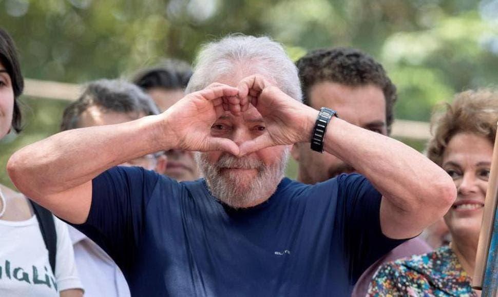 """Lula agradece la compañía de sus partidarios durante su """"martirio»"""