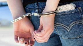 arrestan-mujer-en-parada-de-carros-de-puerto-plata-tras-ocuparle-paquete-de-marihuana