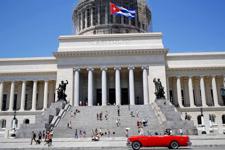 """El único país comunista de América Latina ha tenido que aprender a sortear escollos, primero políticos y luego principalmente económicos, y flexibilizar la mayoría de sus férreas posturas iniciales para mantenerse a flote sin """"volver al capitalismo""""."""