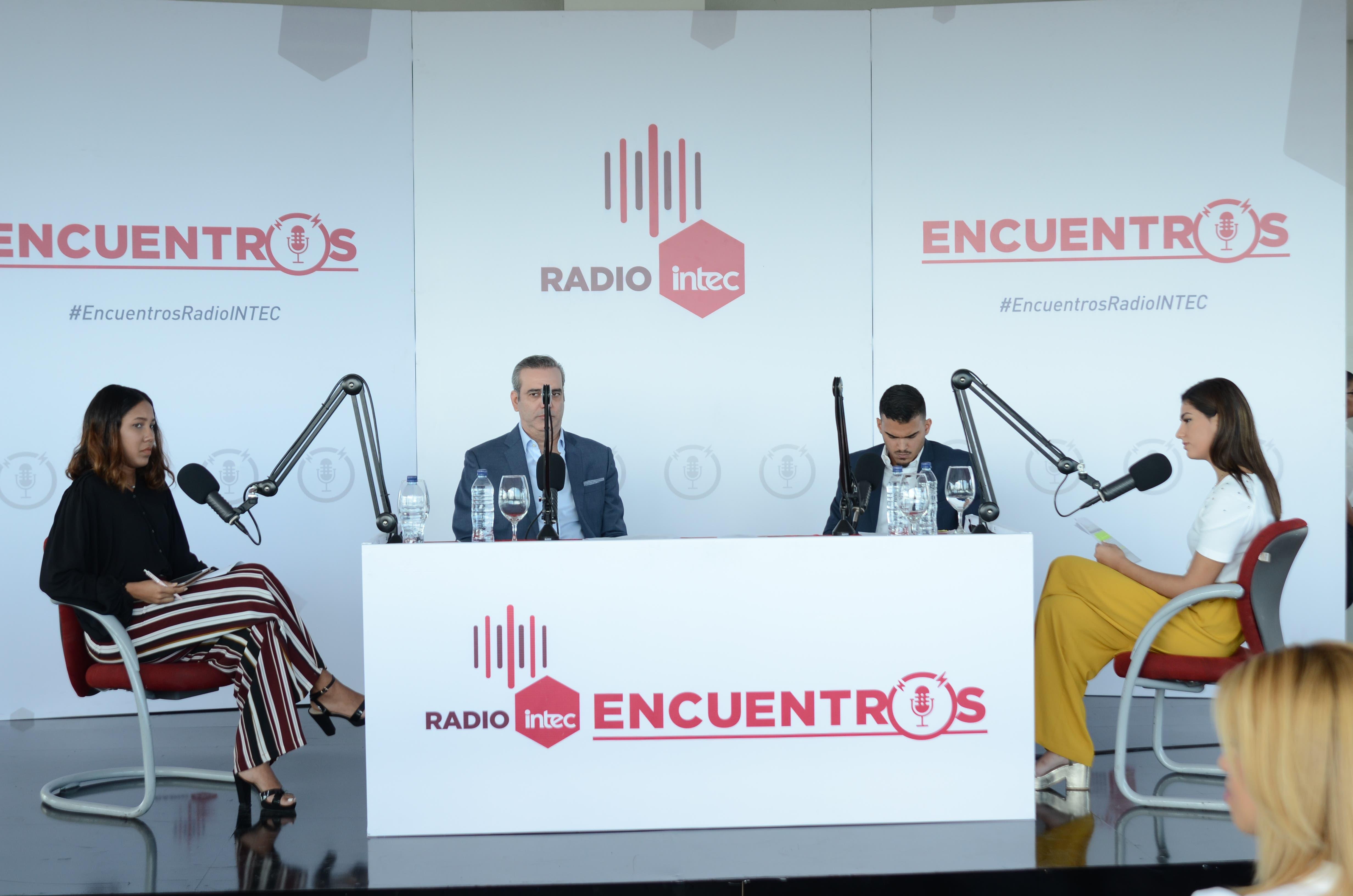"""La entrevista realizada a Luis Abinader, tercera de la primera temporada de """"Encuentros en Radio INTEC"""", será transmitida el viernes 7 de diciembre, a las 11:00 A.M., en el programa """"La Cosa como es"""", que produce la periodista Edith Febles, por Teleradioamérica, canales 12 y 45."""