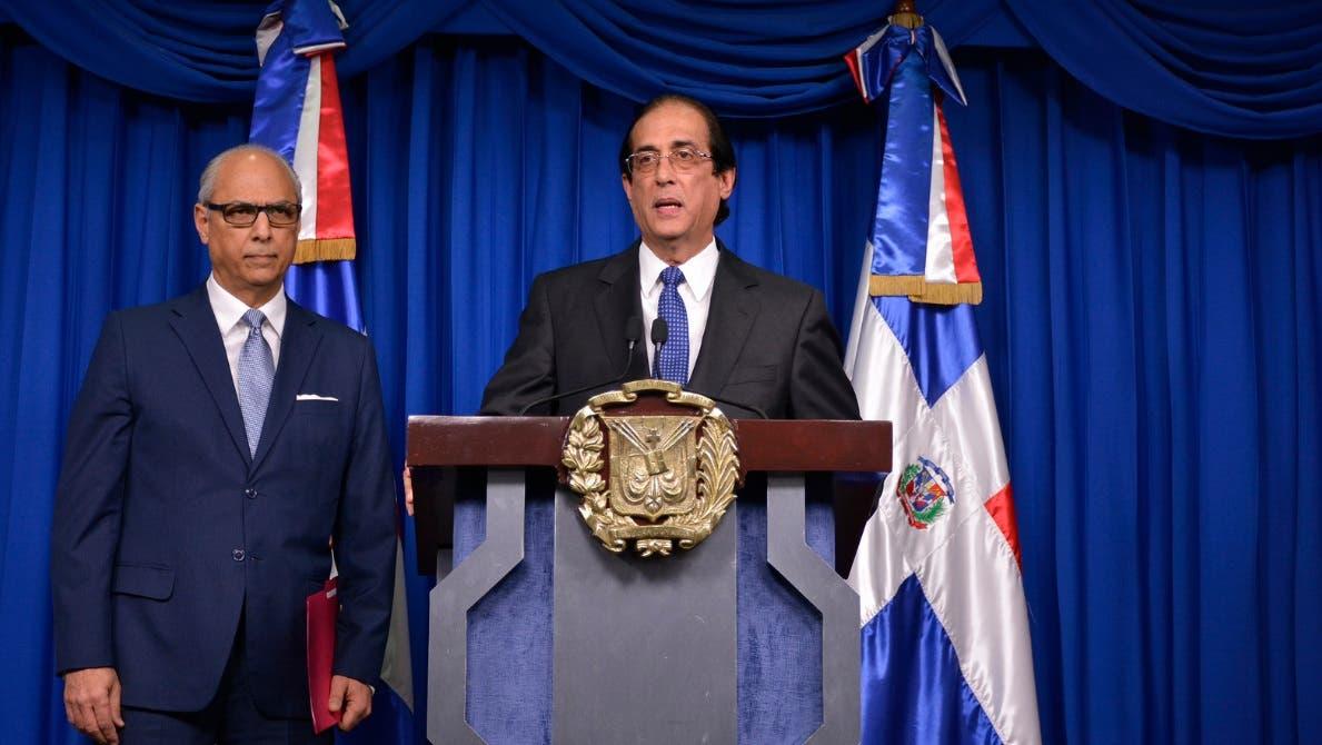 Junto al ministro de la Presidencia, en la información ofrecida en el salón Orlando Martínez del Palacio Nacional, estuvo el consultor jurídico del Poder Ejecutivo, Flavio Darío Espinal.