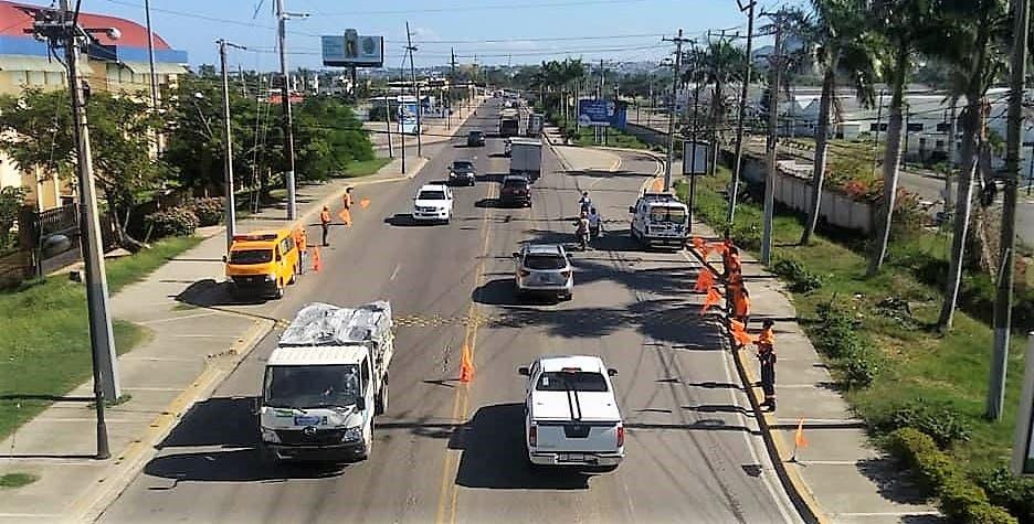 Tránsito vehicular se intensifica; comercio se dinamiza en Puerto Plata por festividades de Nochebuena