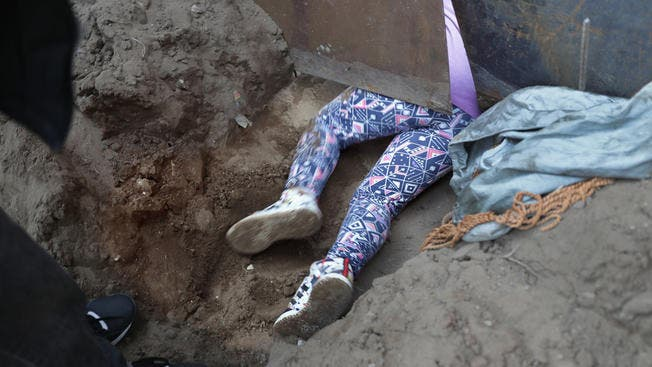 Miles de migrantes están viviendo en atestados campamentos improvisados en Tijuana tras una dura y larga travesía desde Centroamérica hasta la frontera de Estados Unidos.