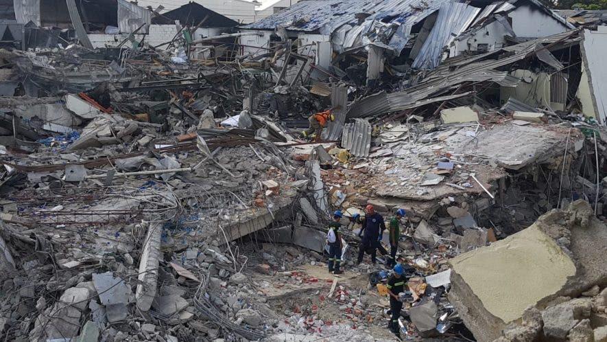 La fuerte explosión y el posterior incendio en la fábrica de plásticos Polyplas provocaron daños cuantiosos en la empresas y en viviendas aledañas. Foto: Joan Vargas/El Día.