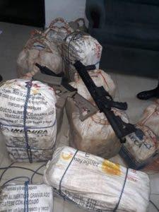 Los 337 paquetes de cocaína estaban en 14 sacos.