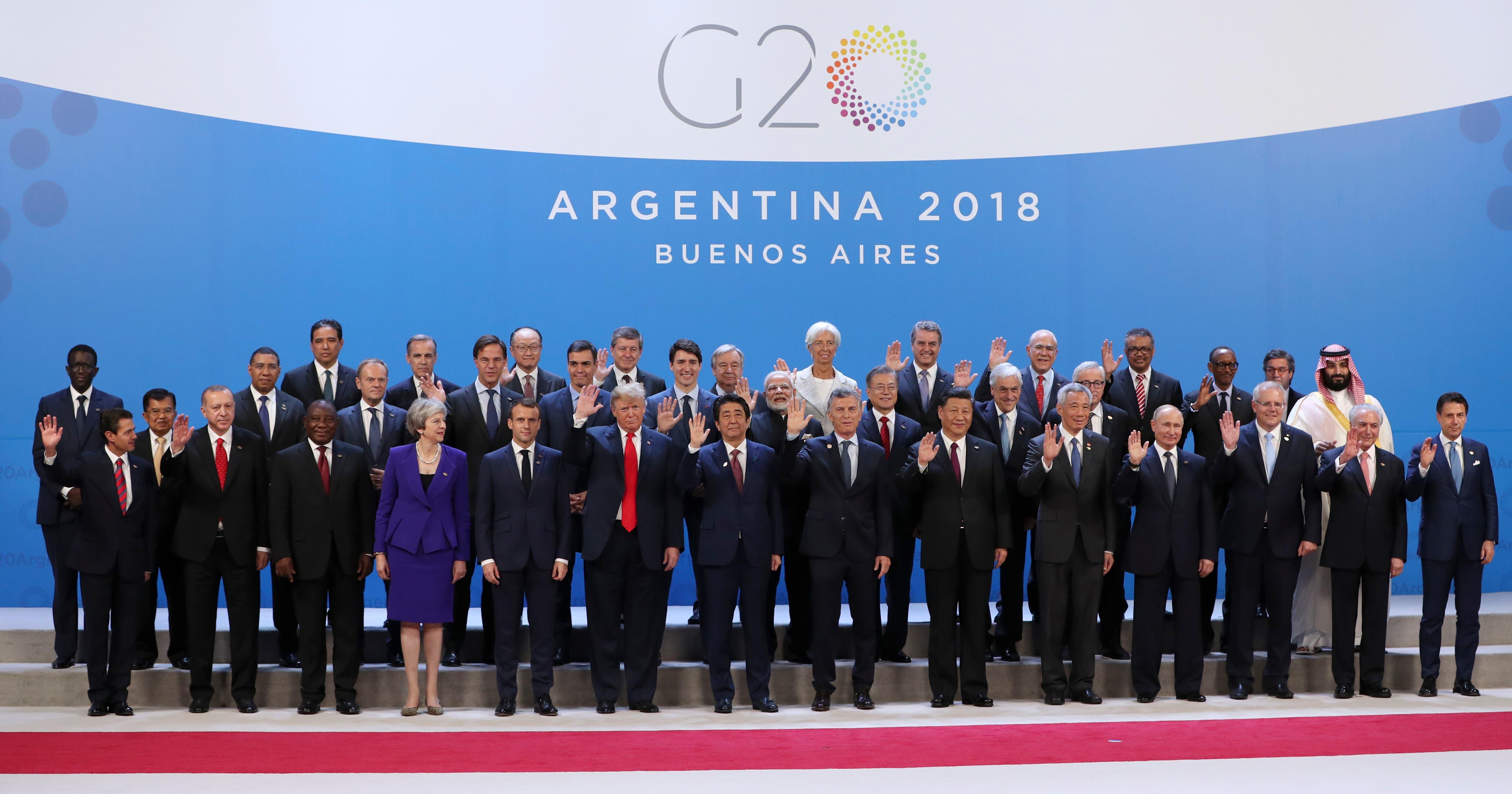 Los líderes que asisten a la Cumbre del G20 posan para la foto de familia en el Centro Costa Salguero en Buenos Aires, Argentina. (AP Foto / Ricardo Mazalan)