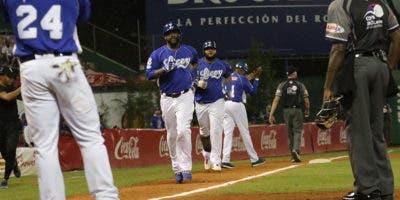 Héctor Noesí se lució en el montículo y Juan Francisco pegó jonrón para conducir a los Tigres del Licey a una victoria 5-1 sobre las Estrellas Orientales, en el partido celebrado en el estadio Quisqueya Juan Marichal.