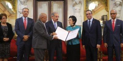María del Carmen Brusiloff Ugarte -Carmenchu-fue reconocida por sus más de 50 años de labores con estricto apego y respeto a los principios éticos.