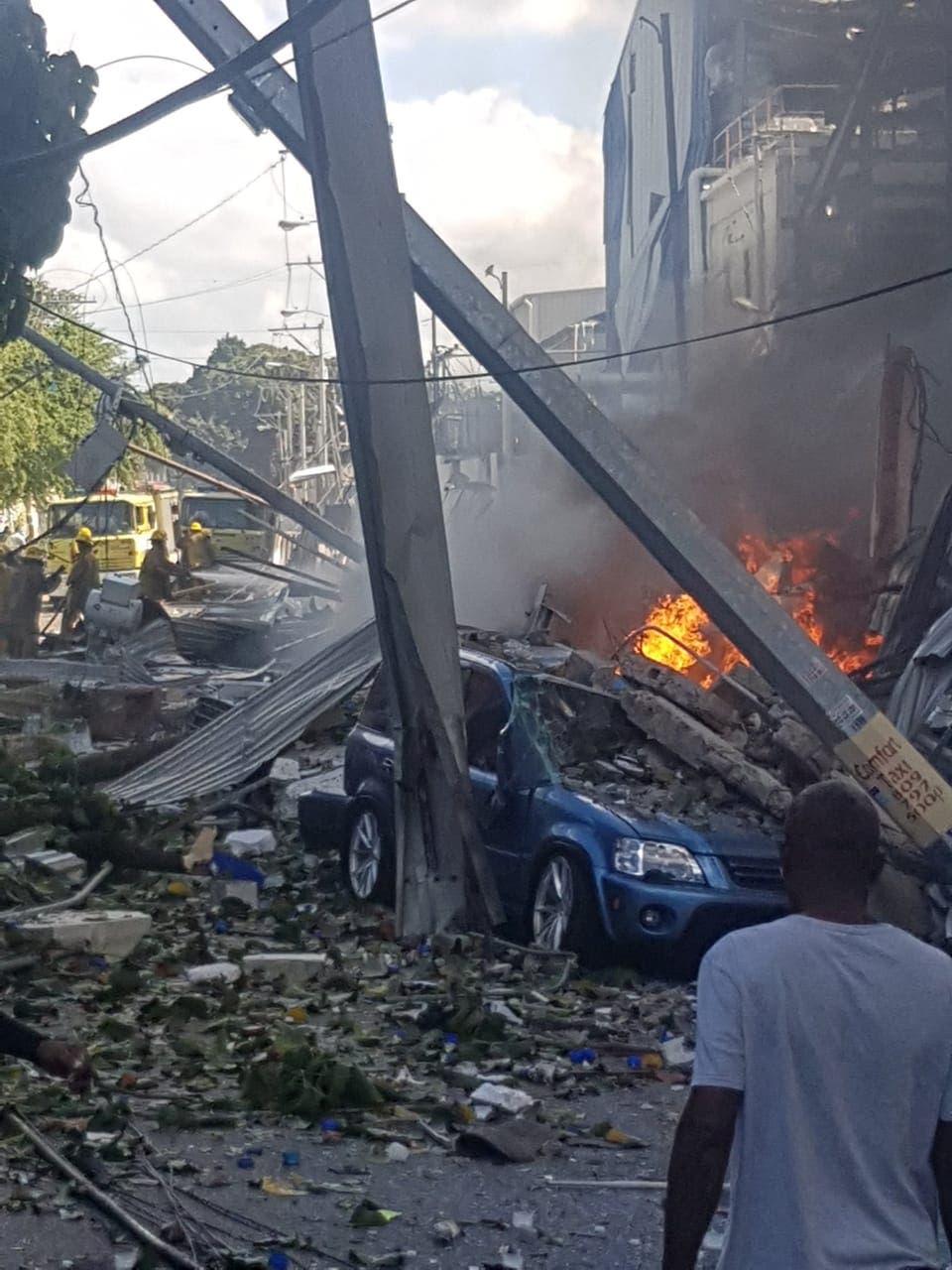 Dos muertos y 22 heridos por explosión en fábrica de plástico en Villas Agrícolas