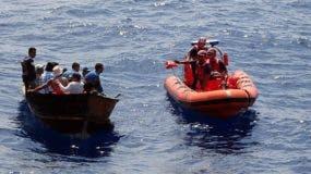 Dos hombres de nacionalidad dominicana, de un supuesto grupo de 14 que llegaron hoy ilegalmente a Cabo Rojo, municipio en la costa suroeste de Puerto Rico, fueron detenidos por las autoridades locales y federales.