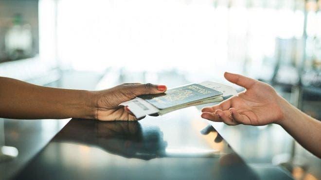 Tener un pasaporte te puede permitir explorar el mundo.