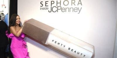 Rihanna tiene su propia marca de productos de belleza.