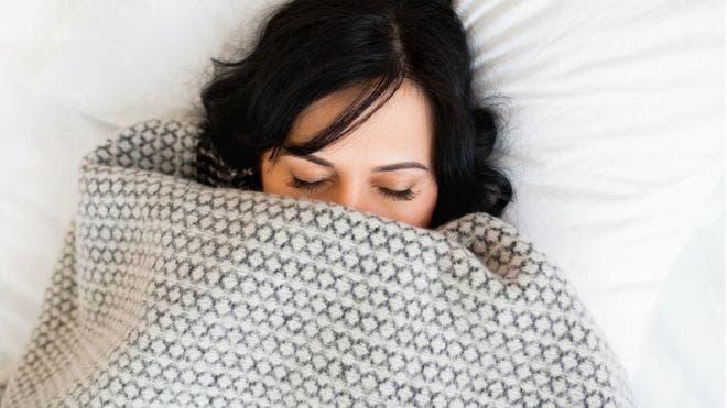 Una hora extra de sueño puede tener un impacto positivo importante en la salud.