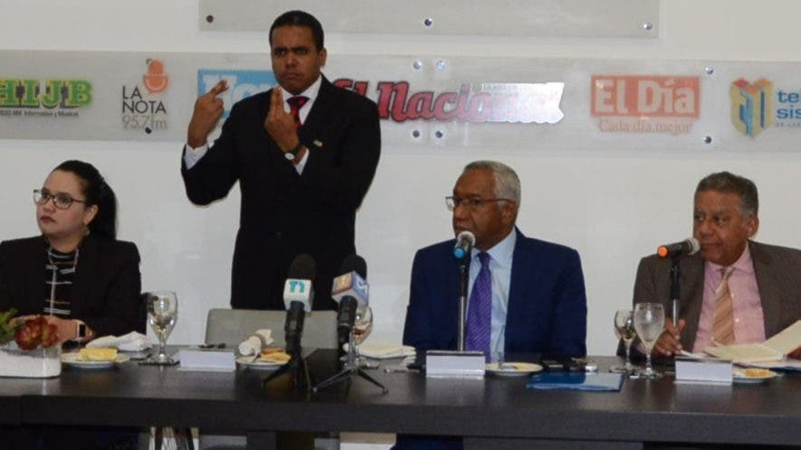 Robert Almonte , Valery Bobadilla, Jonatan Javier, Magino Corporán y Estefani Jerez  miembros del Consejo Nacional de Discapacidad.  José de León