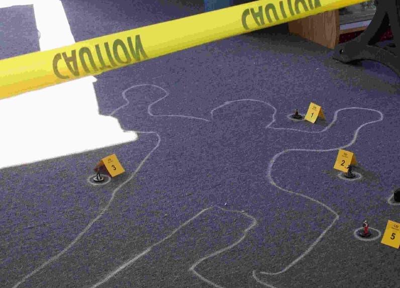 Hombre mata mujer y luego se suicida en parqueo de Caribe Tours