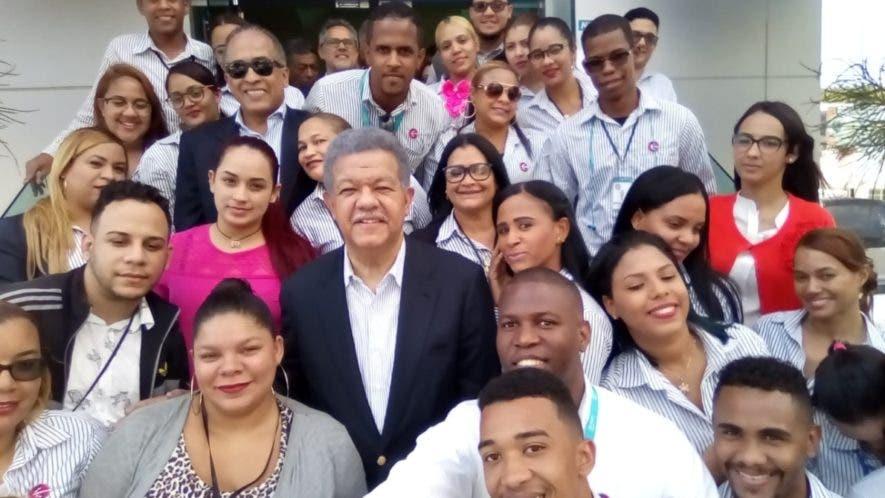 El expresidente Leonel Fernández encabezó algunas actividades en Santiago.