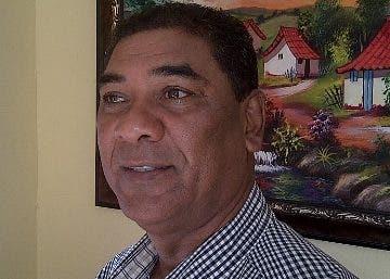 Carlos García exige obras para la comunidad.