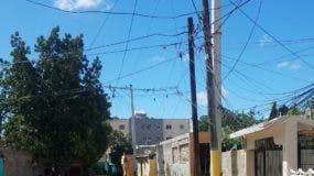 Residentes también piden arreglo cableado  eléctrico.