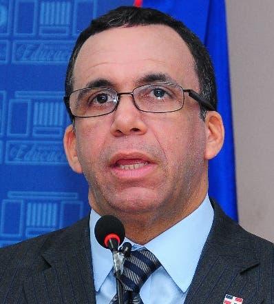 Ministro de Educación Andrés Navarro.