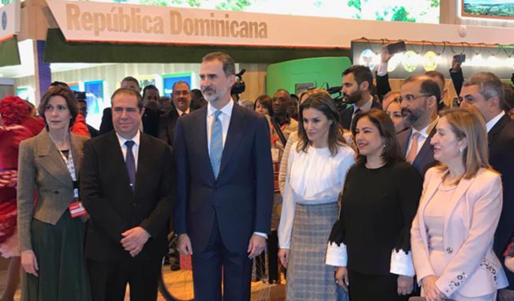 Los reyes de España, Felipe y Letizia, visitaron el estand   de República Dominicana, país socio de Fitur 2019.  fuente externa