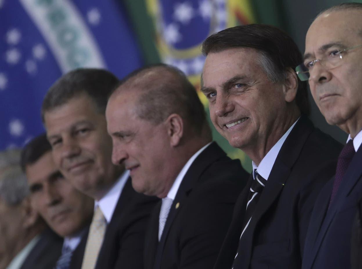 Ministros de Bolsonaro asumen cargos