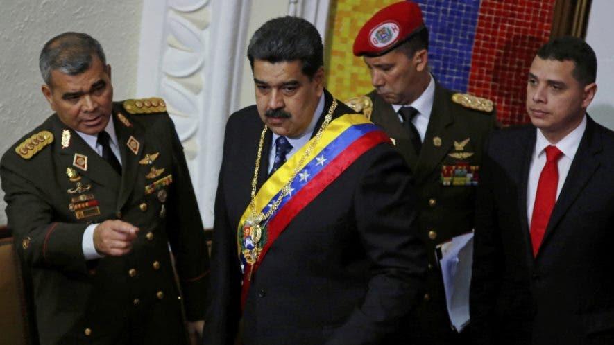 El presidente Nicolás Maduro enfrenta un momento difícil, pero conserva el apoyo de la  Fuerza  Armada  de Venezuela.