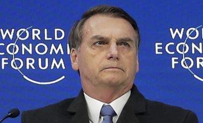 Diagnostican a Bolsonaro con neumonía mientras se recupera de cirugía