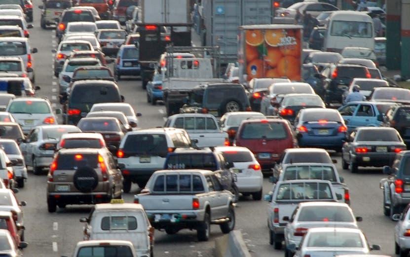 Sindicalista opuesto a proyecto permitiría importar vehículos con hasta 10 años de uso