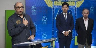 Omar de la Cruz, director del  festival;  Tae Jin Han y Ellis Pérez durante la rueda de prensa en Funglode.  fuente externa.