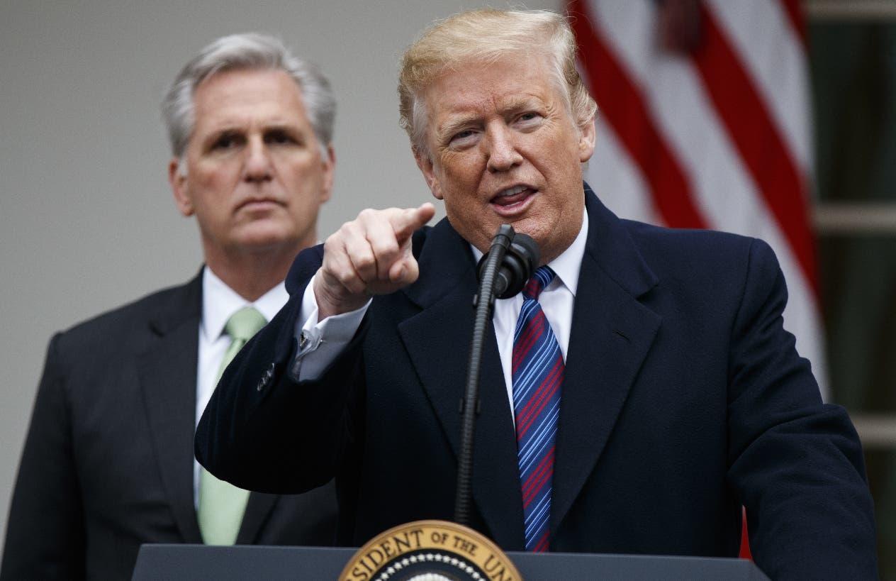 El presidente Donald Trump mantiene presionado al Senado por la aprobación de fondos.