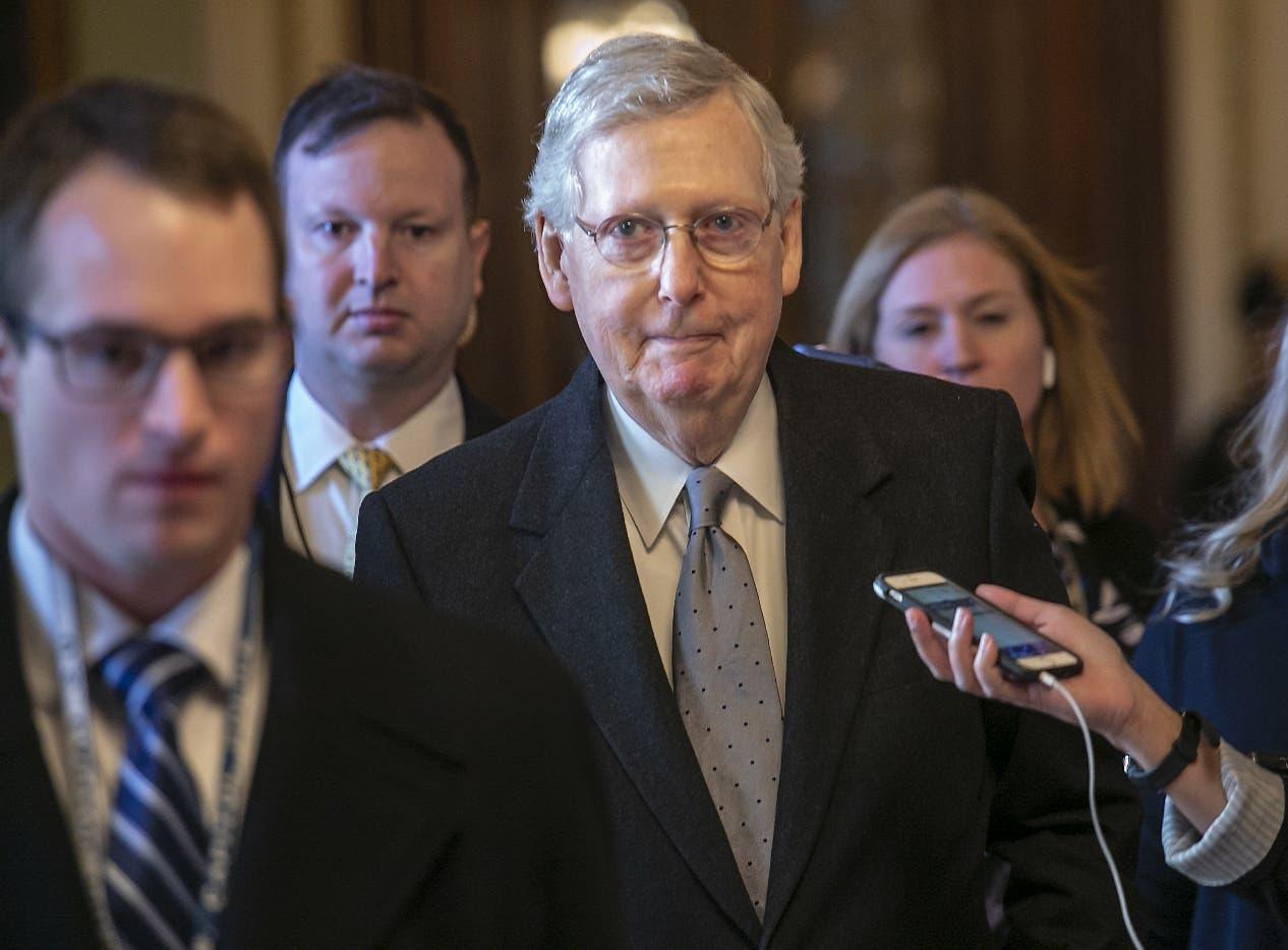 Mitch McConnell, líder de  mayoría republicana en el Senado, presentó la iniciativa de Trump.