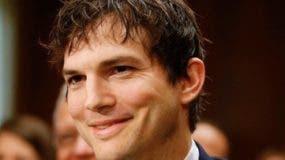 Ashton Kutcher se llevó una sorpresa de sus fans.