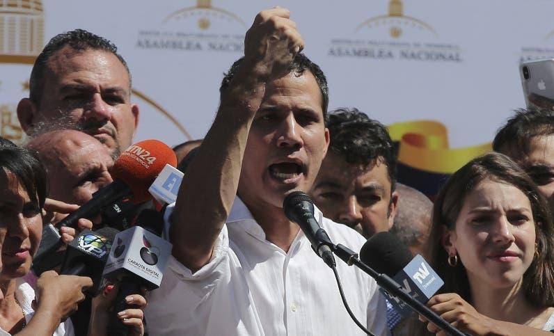 """El gobierno dijo que el incidente  de  Juan Guaidó  era un """"falso positivo""""."""