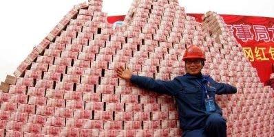 Una empresa china construye una montaña de billetes.
