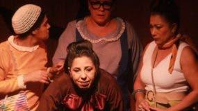 """Escena de la obra teatral """"Pal gritadero""""."""