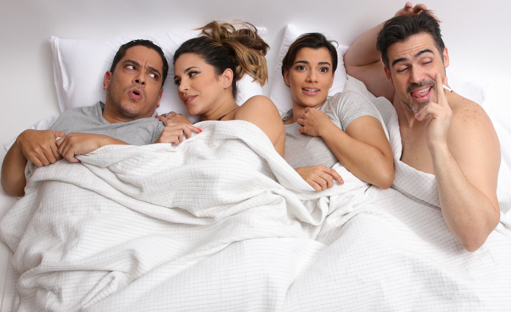 """Luis José Germán, Pamela Sued, Nashla Bogaert y José Guillermo Cortines  protagonizan la obra """"Los vecinos de arriba""""."""