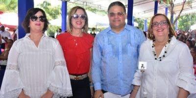 Jacqueline Mejía, Alexandra Mejía de Rizik, Raúl Rizik y  Roxana Mejía.