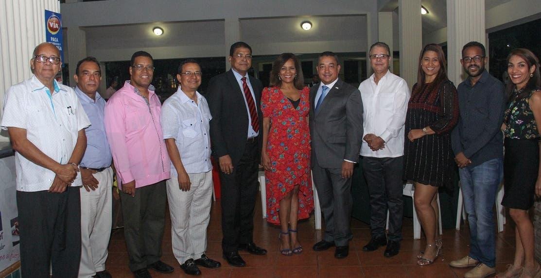 Directivos de Adompretur junto a Alejandro Herrera, director del IDAC.