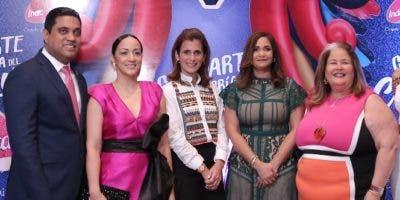 Kelvin Cruz, Gleidy Mota de Cruz, Ligia Bonetti, Rosa Olga Medrano y Lil Esteva.