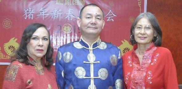 Gionguey Sanz, Miguel Feng y Clara Joa.